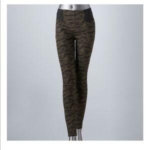 Vera wang camo leggings size small